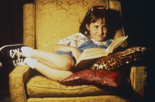 Mara Wilson em cena do filme como Matilda Wormwood (1996)