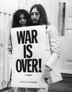 John Lennon e Yoko Ono em protesto pela paz, que inspirou Daniel.