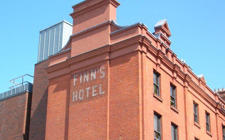 Finn's Hotel, Irlanda