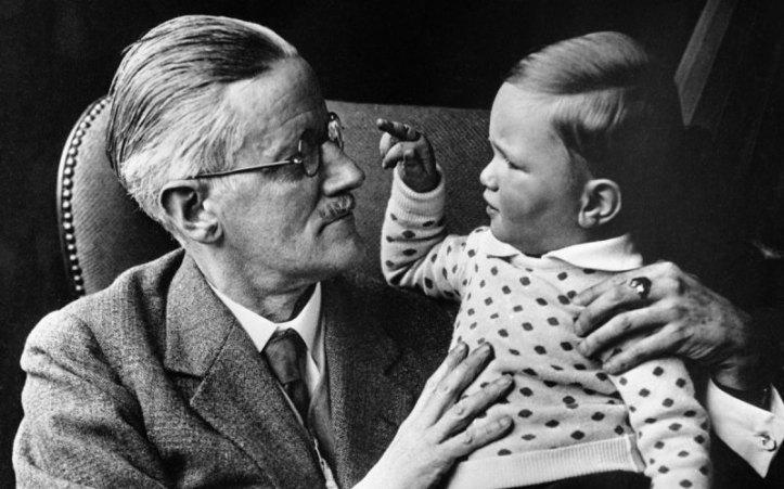 Jaymes Joyce e seu neto Stephen